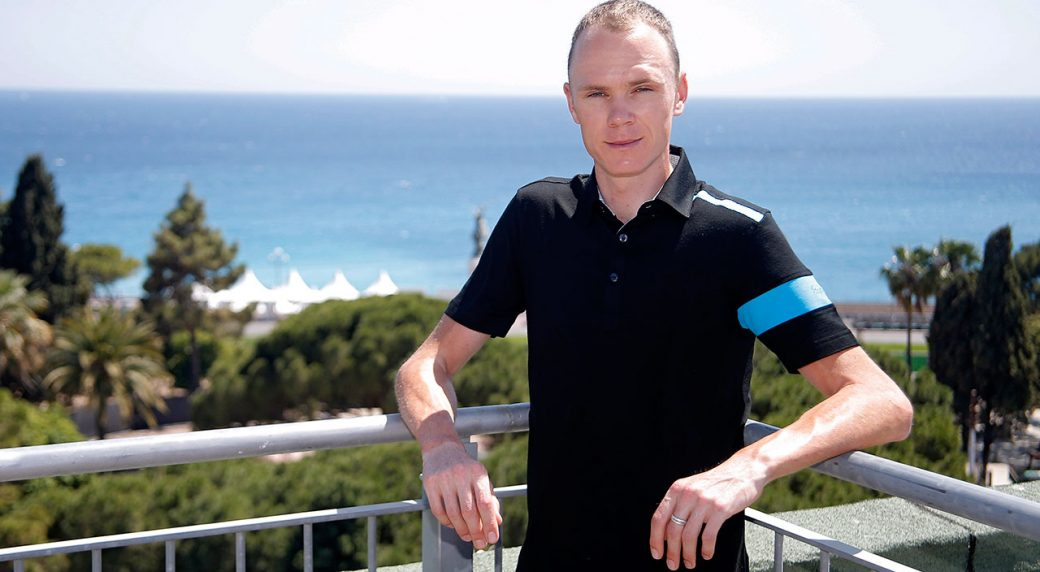 Cycling-Froome-poses-for-photo