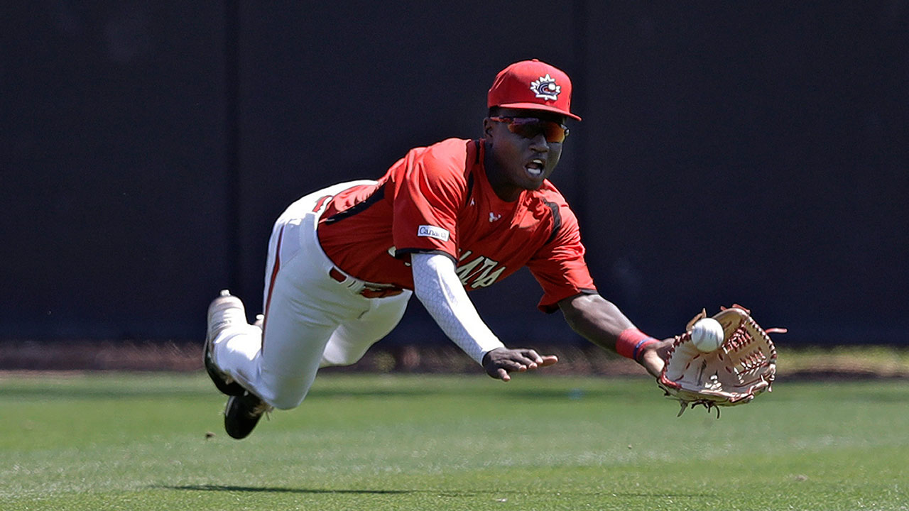 MLB-Blue-Jays-Smith-catches-ball