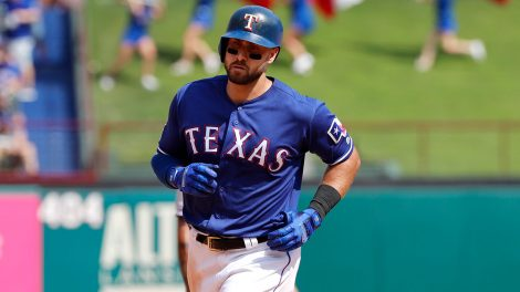 MLB-Rangers-Gallo-rounds-bases-after-home-run