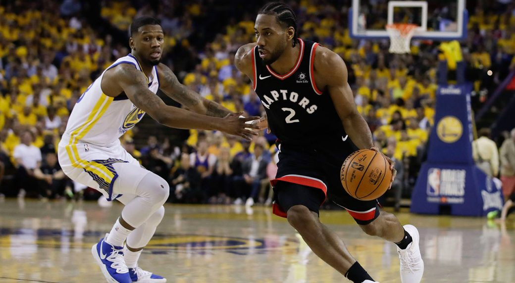 NBA-Raptors-Leonard-drives-against-Warriors
