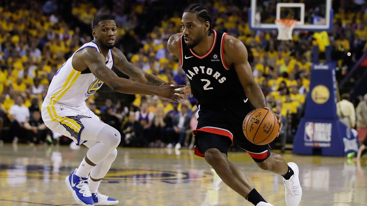 NBA-Raptors-Leonard-drives-against-Warriors