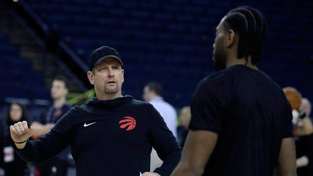 NBA-Raptors-Nurse-speaks-with-Kawhi-Leonard