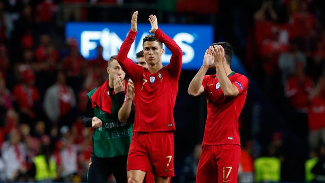 Soccer-Ronaldo-applauds-fans-after-win