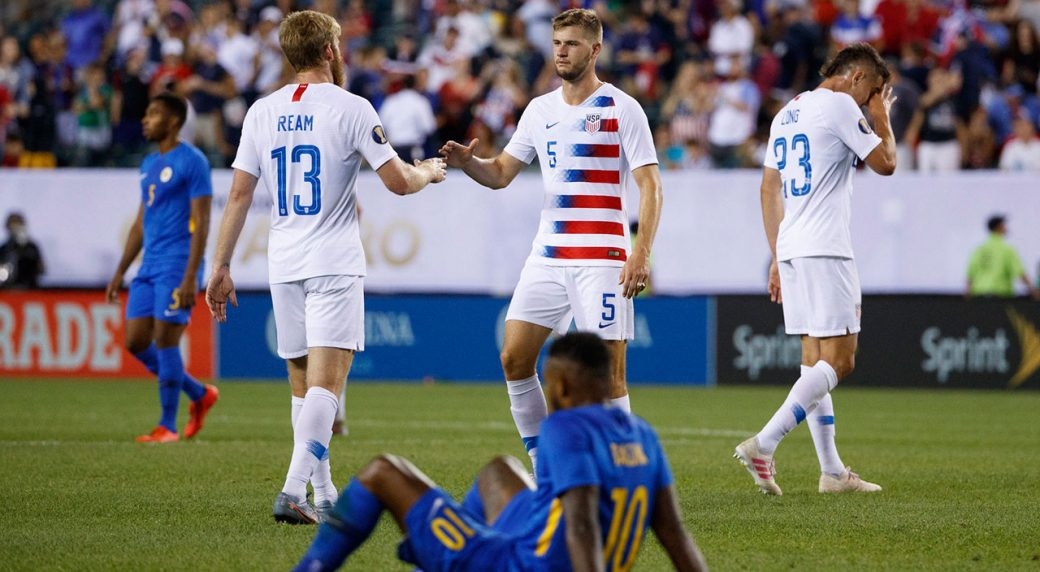 Soccer-US-celebrates-against-Curacao