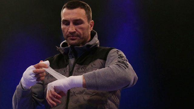 Wladimir-Klitschko-wraps-hands