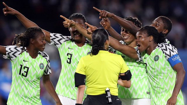 nigerian-players-protest-yellow-card-given-to-goalkeeper