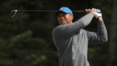 Golf-PGA-Woods-shoots-shot