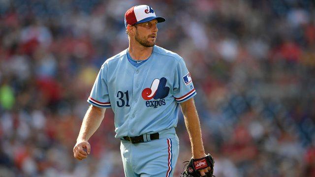 MLB-Nationals-Scherzer-walks-off-mound