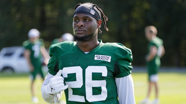 NFL-Jets-Bell-plays-in-training-camp