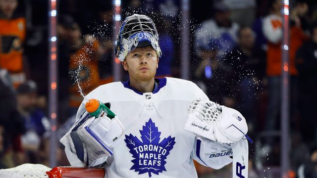 NHL-Maple-Leafs-Andersen-squirts-water-from-bottle