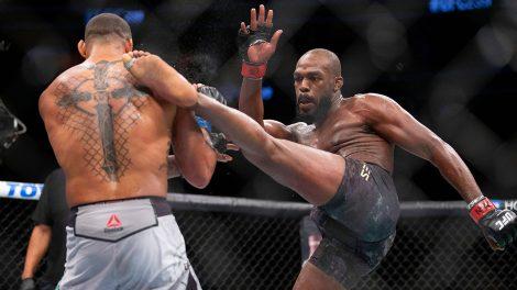 UFC-Jones-kicks-Santos