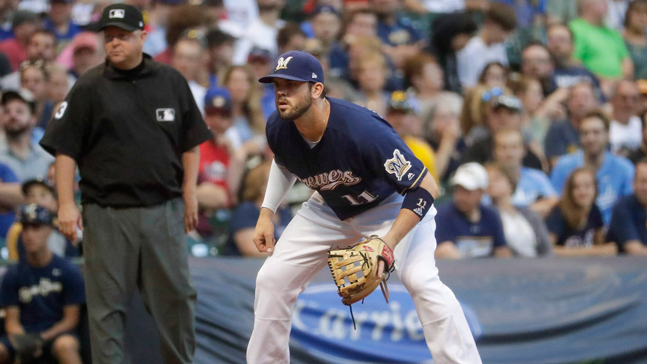 brewers-mike-moustakas-defends-against-pirates