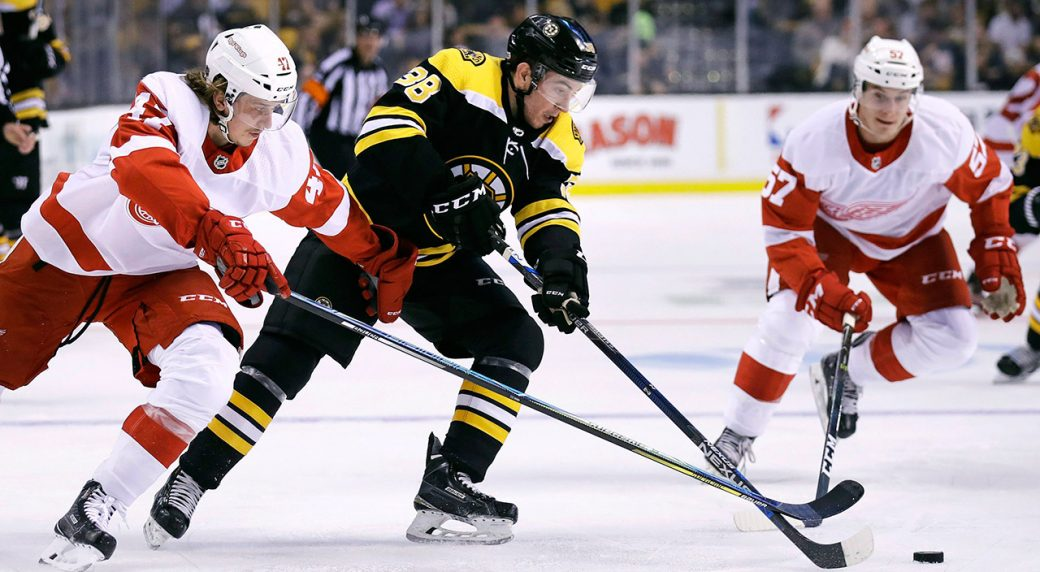 bruins-ryan-fitzgerald-plays-against-red-wings