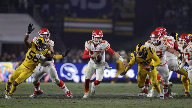 chiefs-patrick-mahomes-scrambles-against-rams