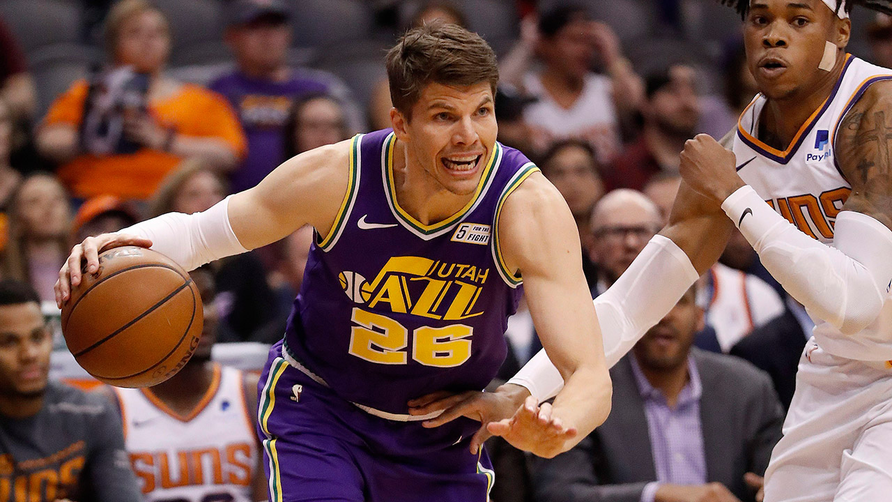 watch 62d95 172eb Report: Bucks sign sharpshooter Kyle Korver to one-year ...