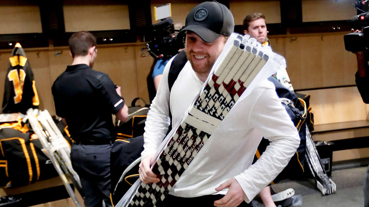 Report: Coyotes ticket sales soar after Phil Kessel trade