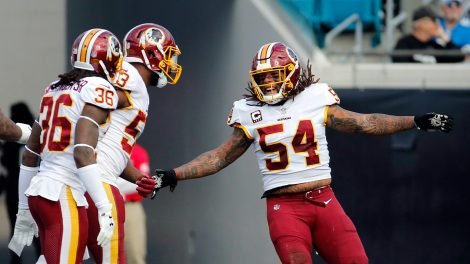 redskins-mason-foster-celebrates-with-teammates