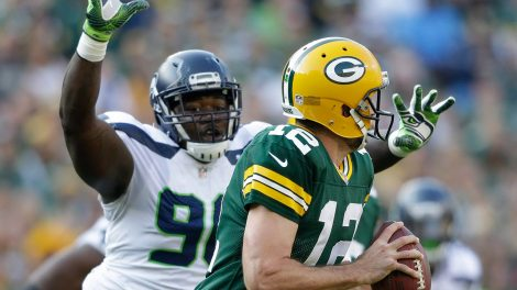 seahawks-jarran-reed-chases-packers-aaron-rodgers