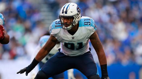 titans-linebacker-derrick-morgan-lines-up-against-colts