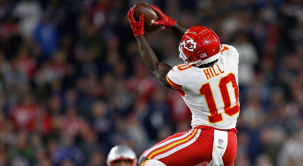 Chiefs' Hill (shoulder) will play, Watkins (hamstring) doubtful