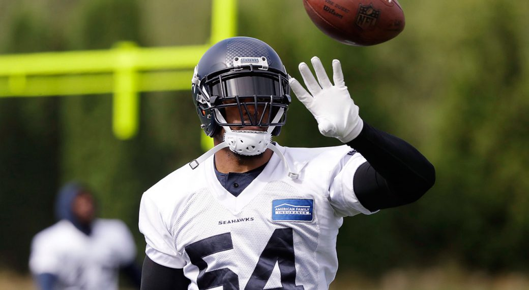 Seahawks' Bobby Wagner returns to camp after minor knee