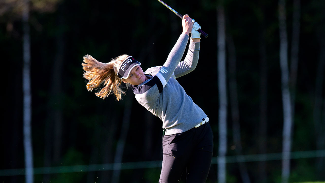 Henderson gives crowd lots to cheer for in first round at Canadian Open