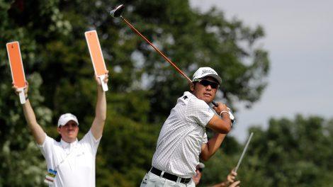 Golf-PGA-Matsuyama-watches-shot