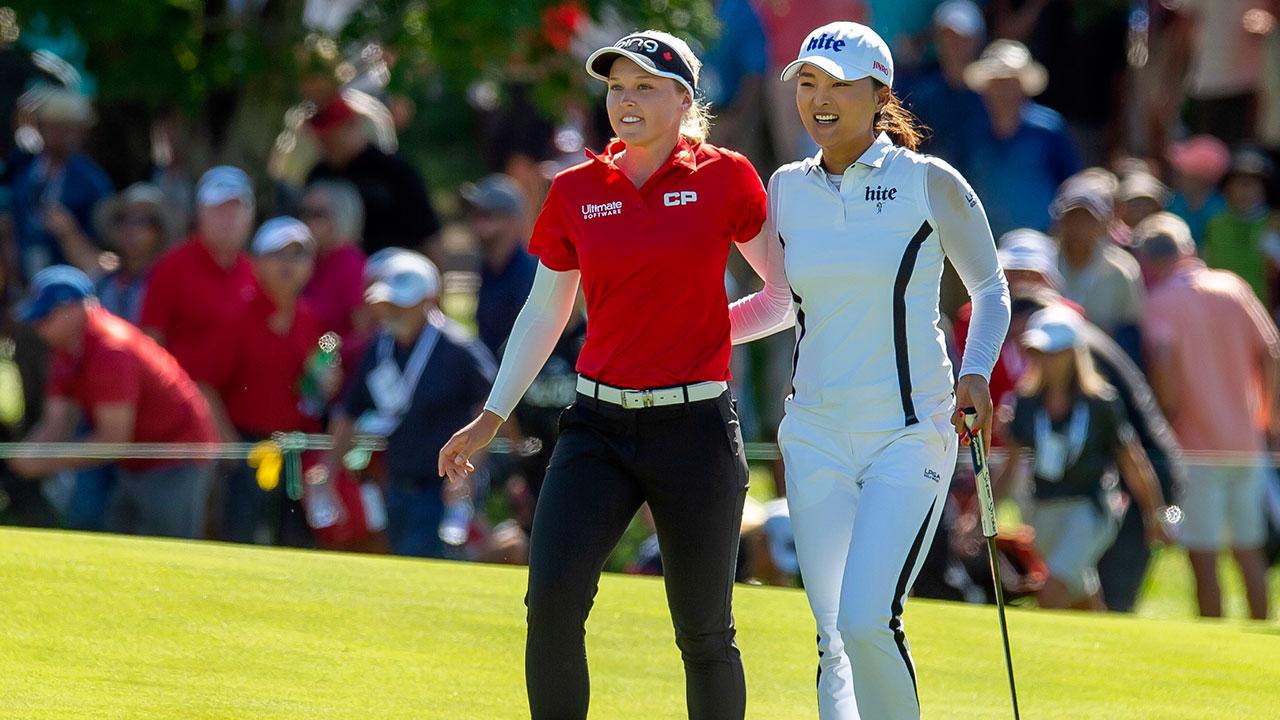 LPGA-Golf-Henderson-congratulates-Ko