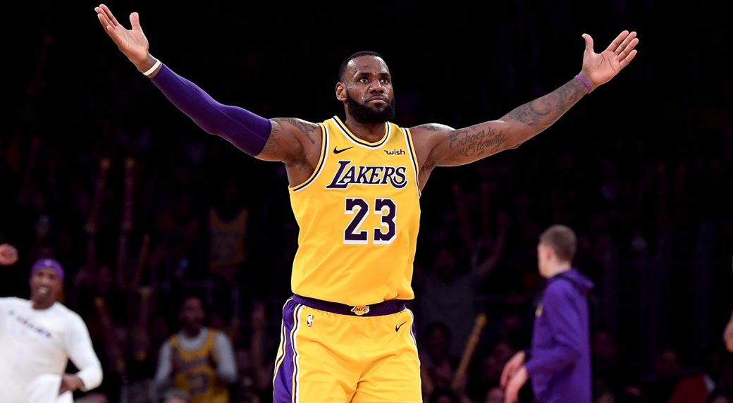 lakers-lebron-james-gestures-to-crowd-after-three-point-shot