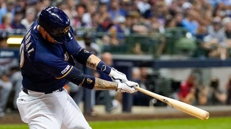 MLB-Brewers-Grandal-hits-