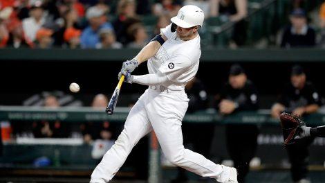 MLB-Rays-Meadows-hits-home-run