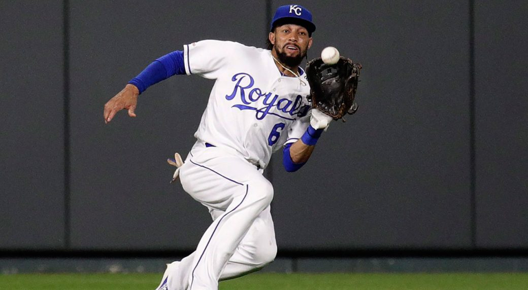 MLB-Royals-Hamilton-makes-catch