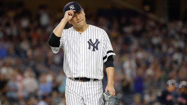 MLB-Yankees-Tanaka-tips-cap-to-fans