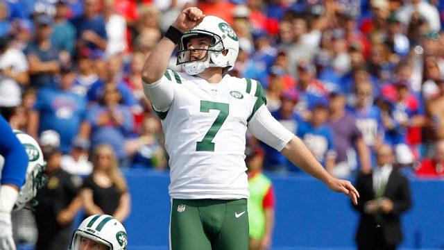 NFL-Jets-Catanzaro-watches-kick