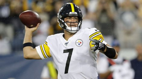 NFL-Steelers-Roethlisberger-throws