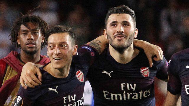 Soccer-arsenal-oozil-kolasinac-celebrate