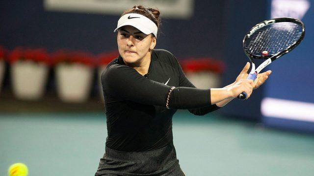 Tennis-Andreescu-hits-shot