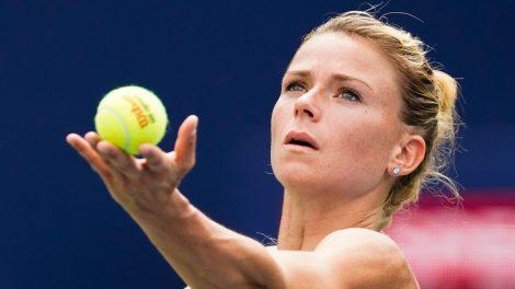 Tennis-Giorgi-serves