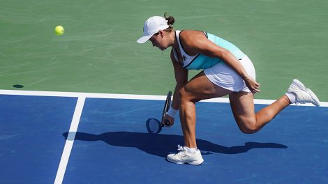 ashleigh-barty-misses-return-shot-at-western-and-southern-open