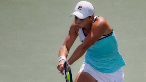 ashleigh-barty-returns-a-shot-during-cincinnati-open