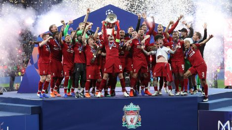liverpools-jordan-henderson-lifts-champions-league-trophy-with-teammates
