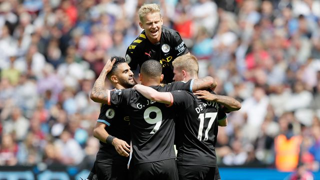 manchester-city-players-celebrate-scoring