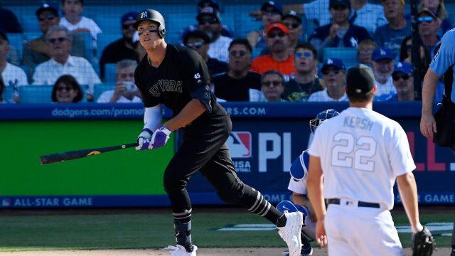 yankees-aaron-judge-hits-home-run-against-dodgers