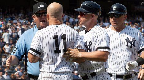 yankees-brett-gardner-argues-with-umpire
