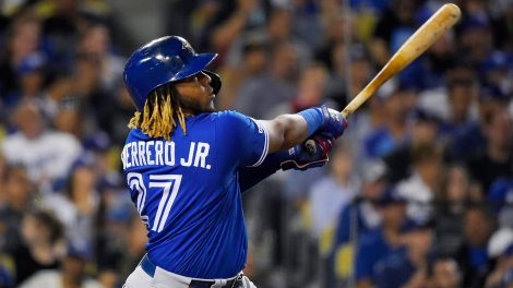 blue-jays-vladimir-guerrero-jr-watches-solo-home-run