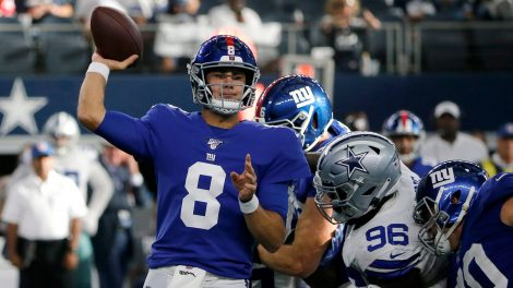 giants-daniel-jones-throws-against-cowboys
