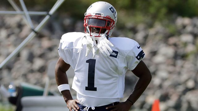 patriots-antonio-brown-stands-on-practice-field