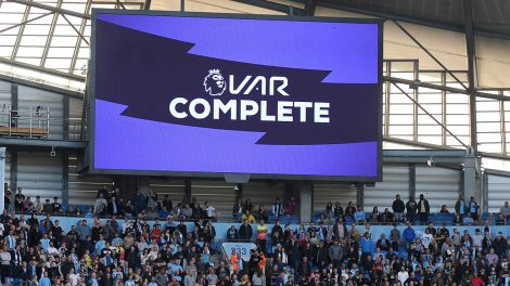 premier-league-fans-wait-for-var-decision