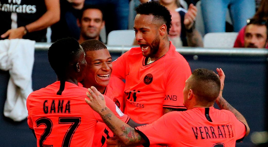 psg-celebrate-neymar-goal-against-bordeaux