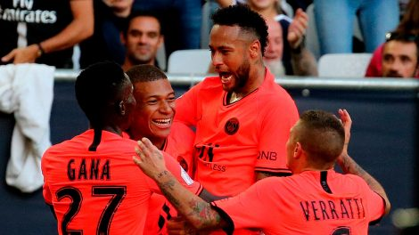 psg-celebrate-neymar-goal-against-bordeaux